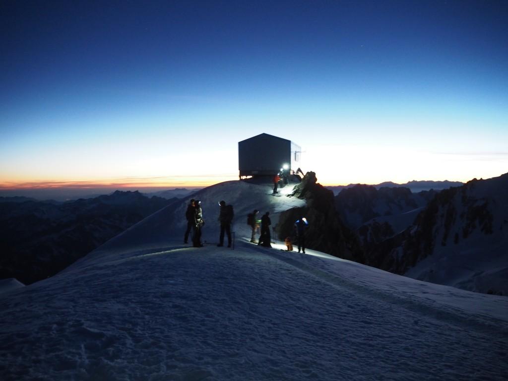 The emergency Vallot refuge on the Bosses ridge